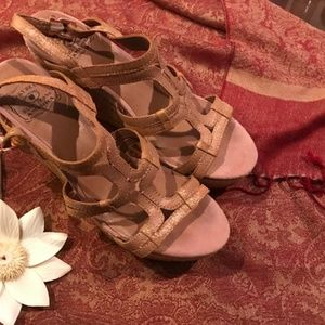 Lucky Brand Rose Gold Wedges